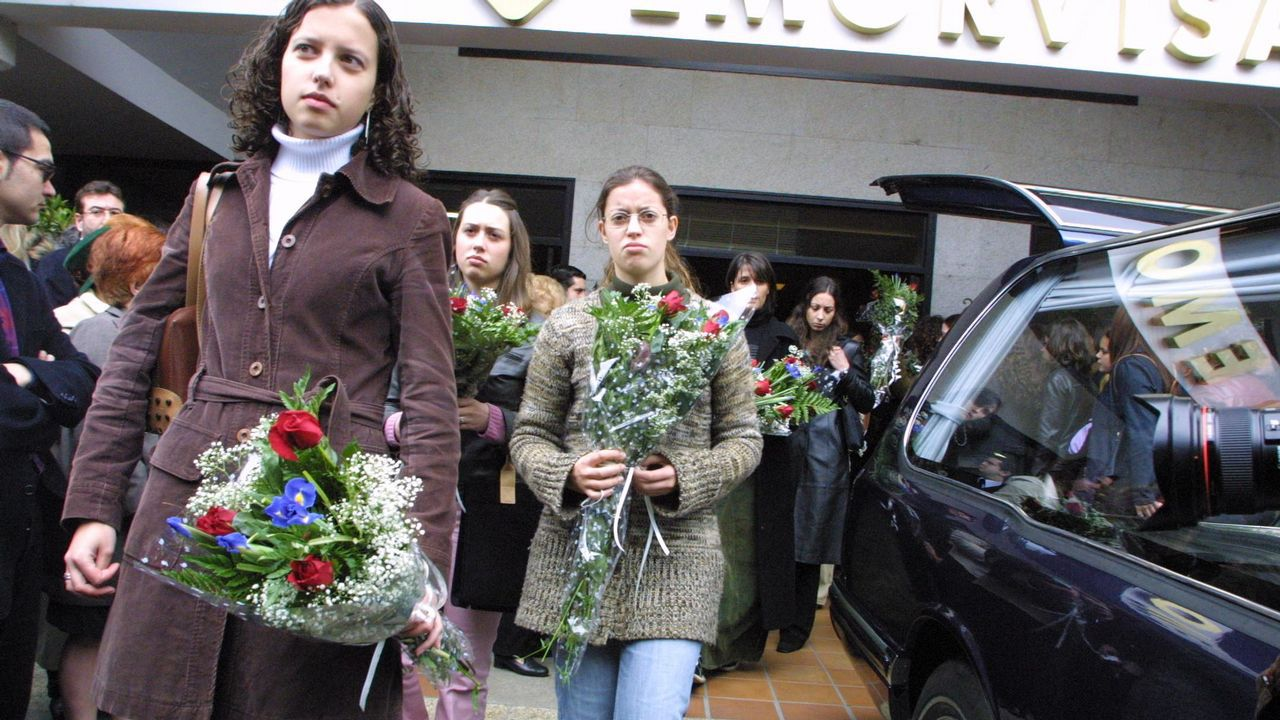 La autopsia determina que Diana Quer murió estrangulada y hunde más al Chicle.El entierro de Déborah Fernández, en el año 2002