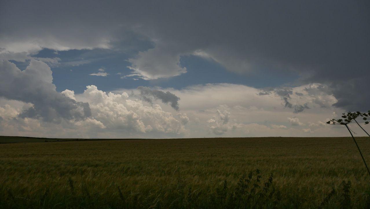 Una tormenta se avecina llegando a Pagés