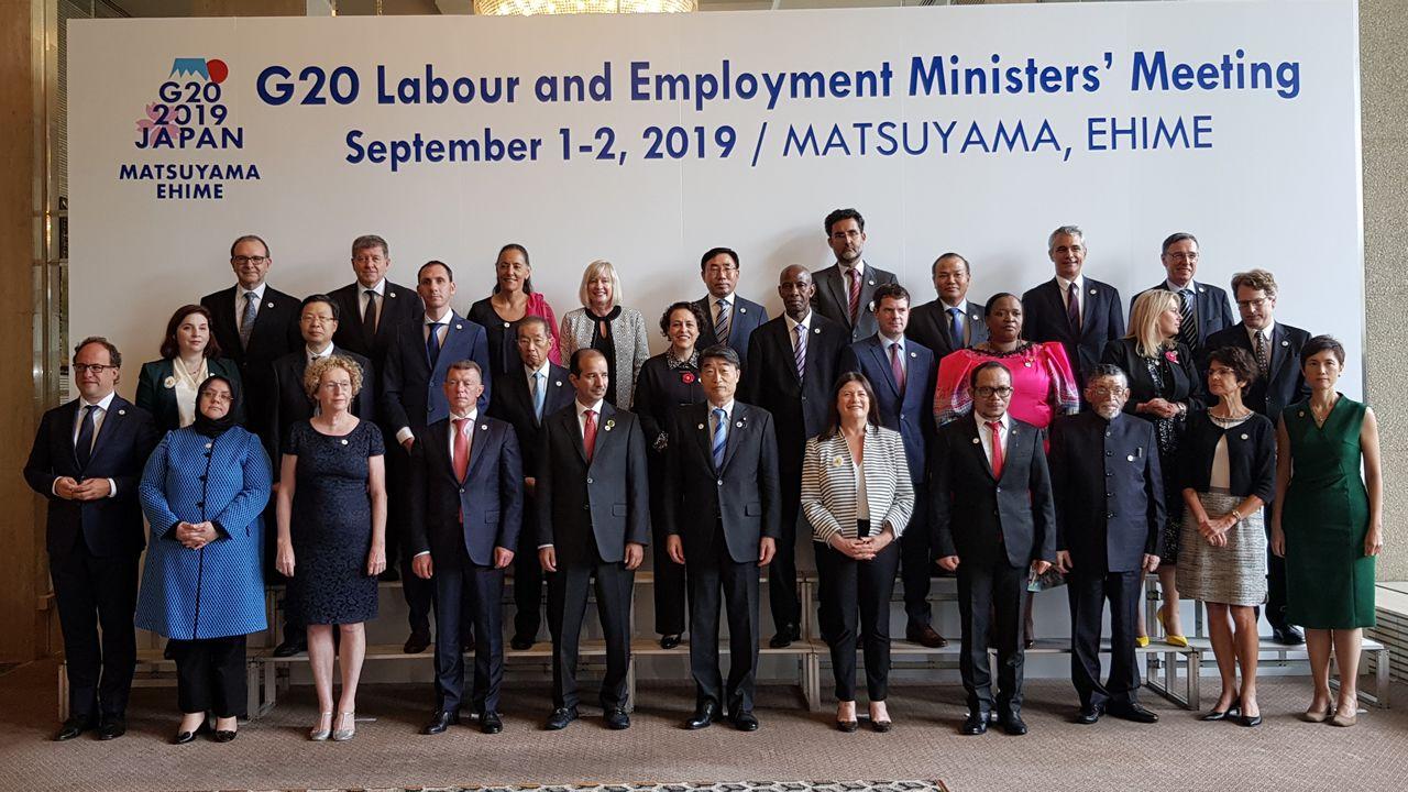 Foto de familia de los responsables de Trabajo del G-20 reunidos en Japón