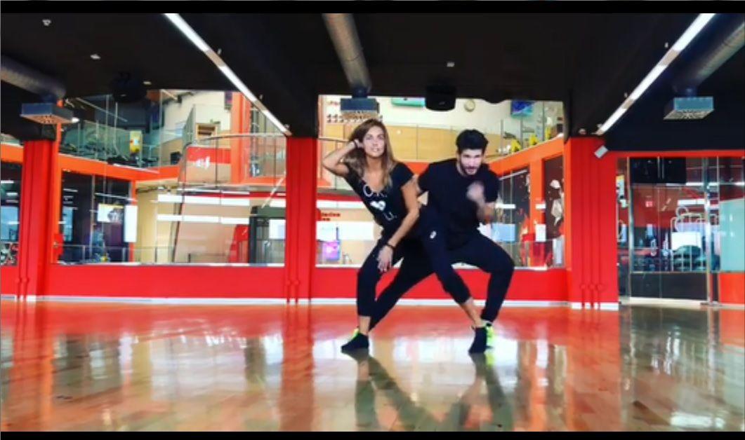 Lara Álvarez en pleno baile con Daniel Miralles