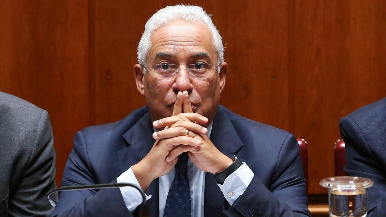 Peinador también desescala: llega el primer vuelo de Canarias. El primer ministro portugués, Antonio Costa, en una sesión de la Asamblea de la República