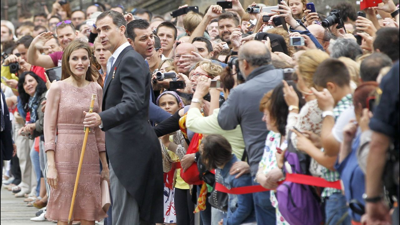 El rey en Galicia. Su primera visita oficial a la comunidad tras su coronación fue el 25 de julio del 2014 cuando realizaron la ofrenda al Apostol