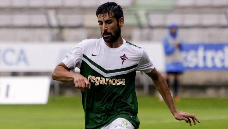 Las mejores imágenes de los partidos entre el Racing de Ferrol y el Compostela.La pasada campaña el Compos dejó escapar una buena ocasión para puntuar en A Malata.