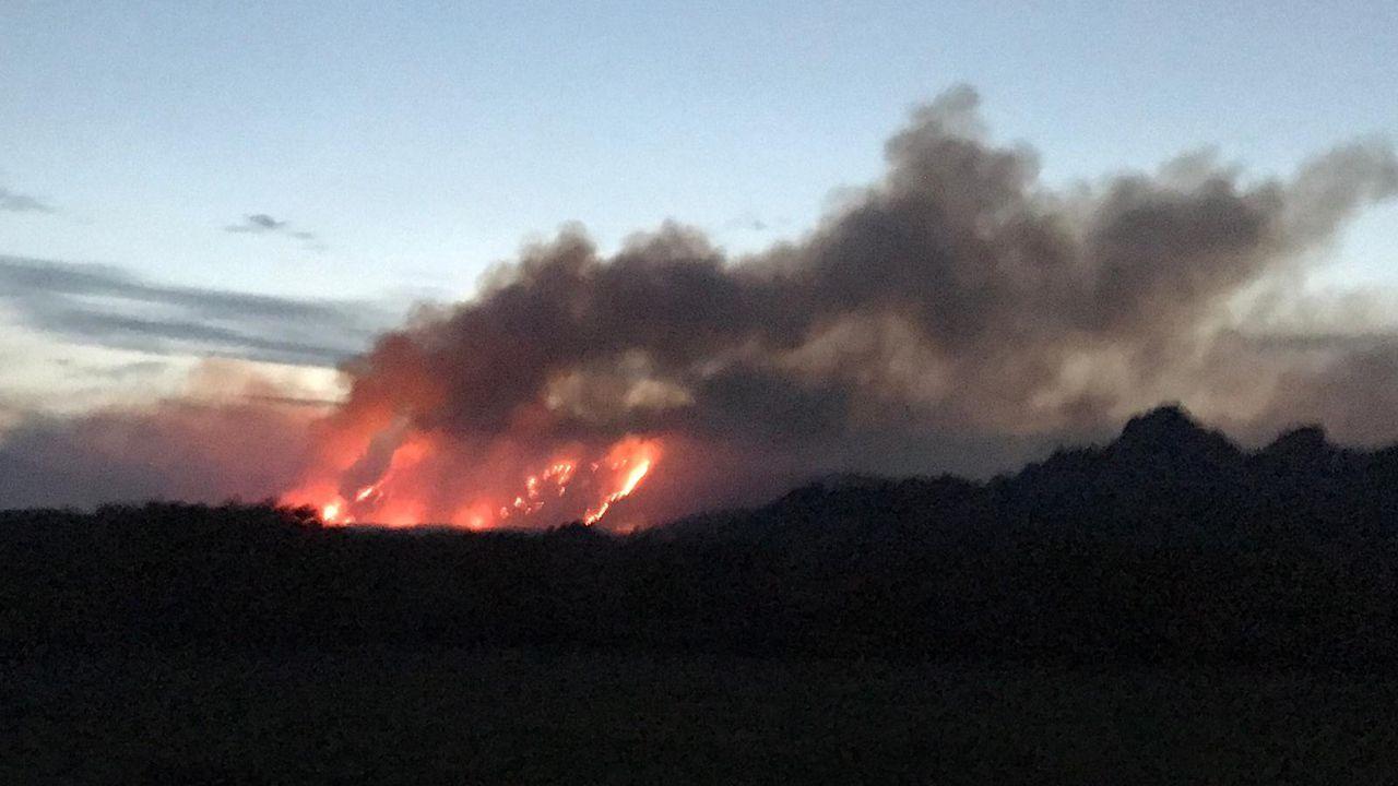 Leonor recuerda la noche en que murió su marido.Incendio que entró este jueves desde Portugal ll parque natural del Xurés por el concello de Lobios