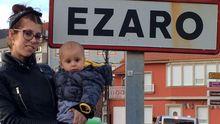 Laura Iglesias, de Ourense, con su hijo Ézaro