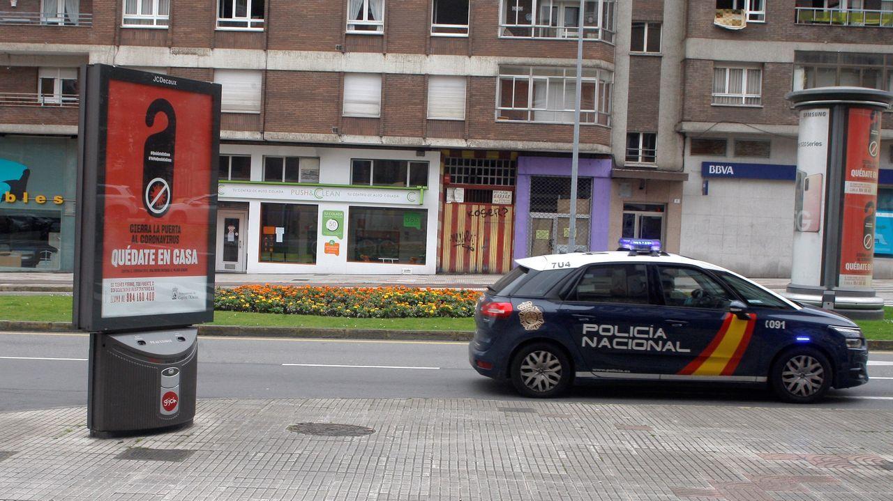 La protesta de los sanitarios en Cabueñes.La Policía Nacional patrulla las calles de Gijón
