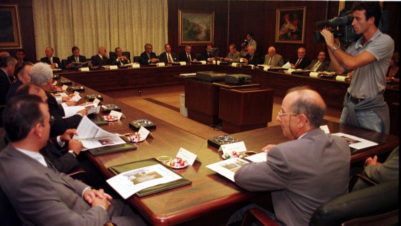 El vínculo pontevedrés de Juan Carlos I con la ría de Pontevedra.Julio Fernández Gayoso y José Luis Méndez, en el 2010, cuando se fusionaron las cajas gallegas