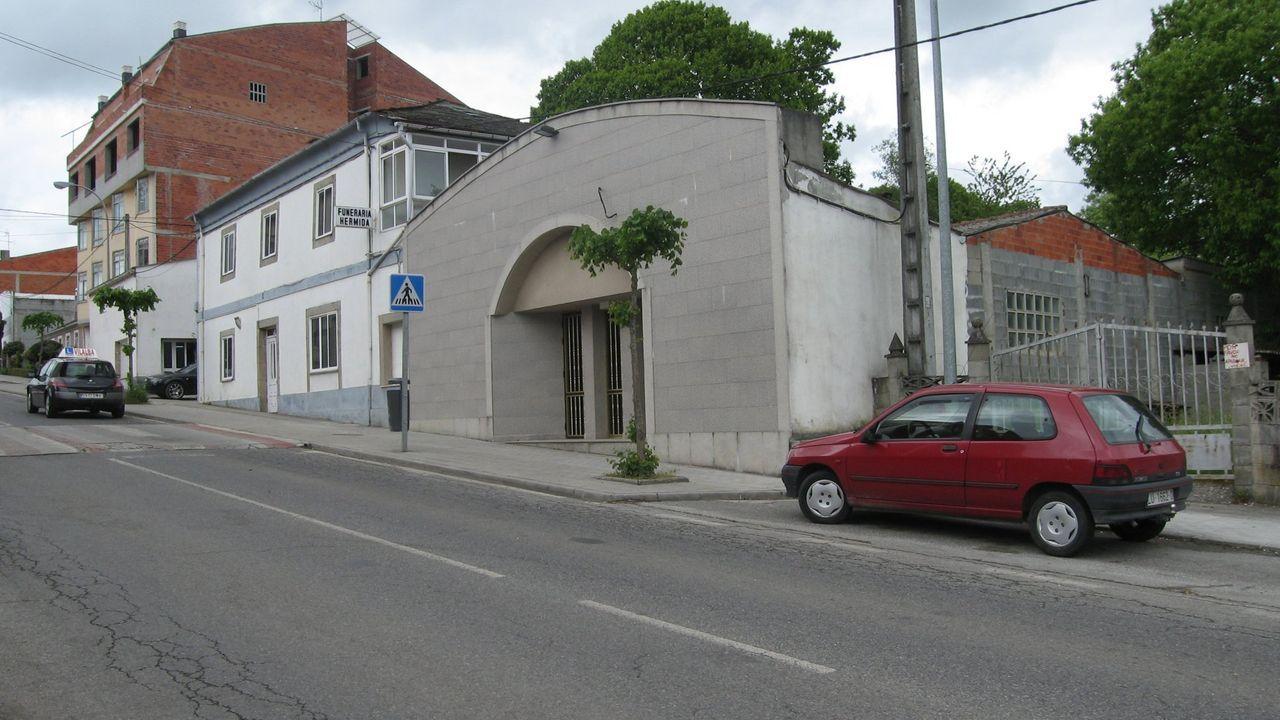La Funeraría Hermida se trasladó a la avenida da Terra Chá tras haber estado en Campo de Puente, en donde luego se montó la floristería
