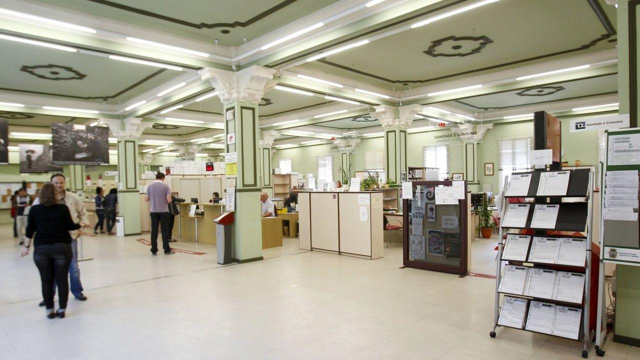 Colas en los juzgados de Vigo.Edificio administrativo de Lugo por dentro