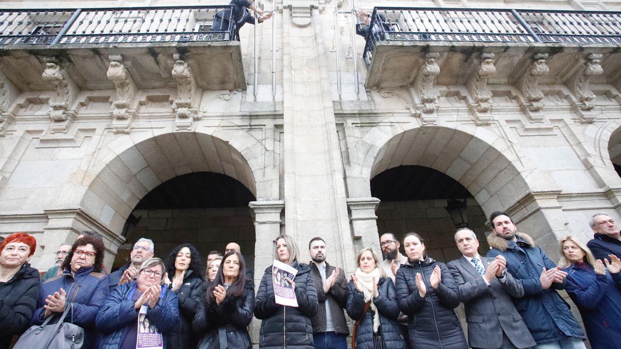 Miembros de la corporación de Lugo ante la Casa Consitorial