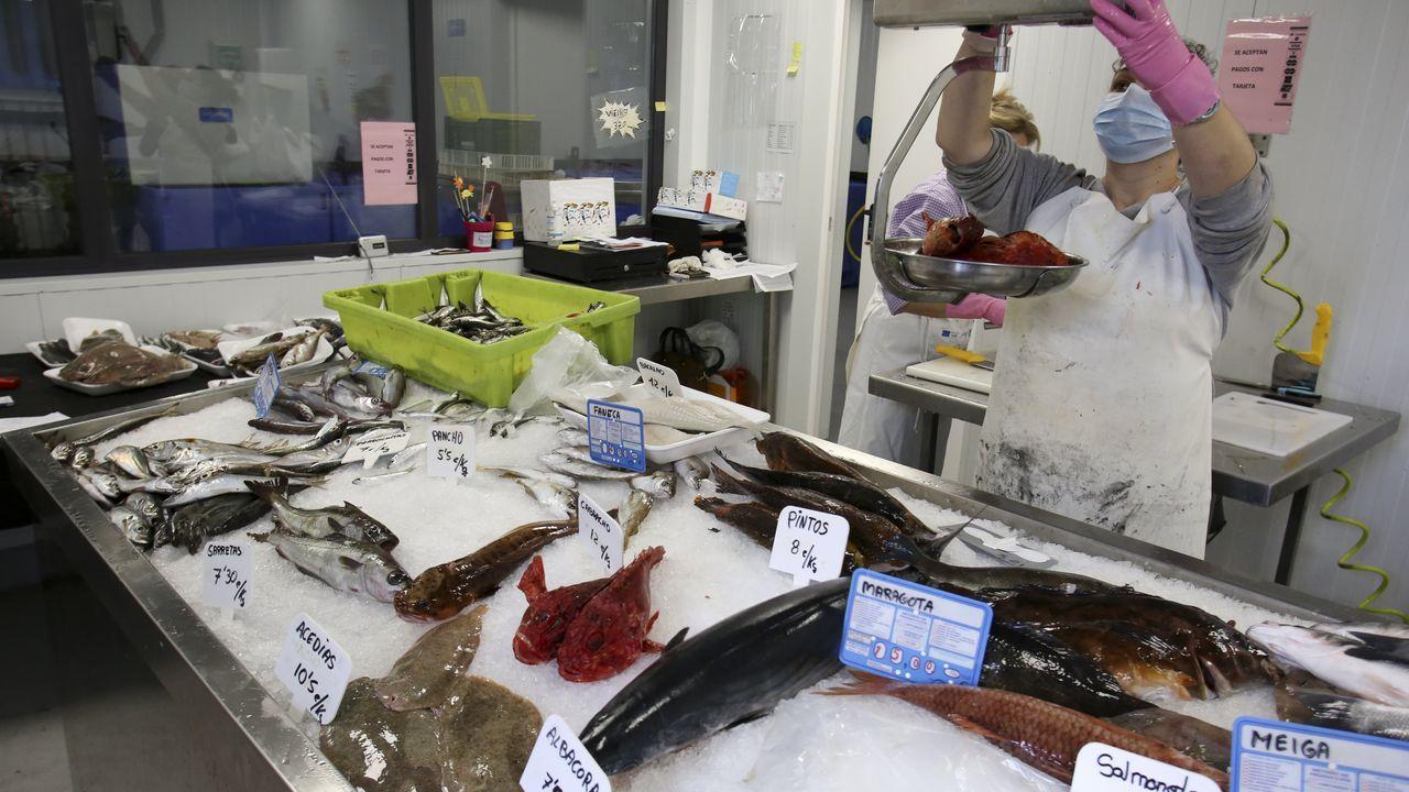 Una pescadería en la lonja de Curuxeiras, en Ferrol, en una imagen de archivo