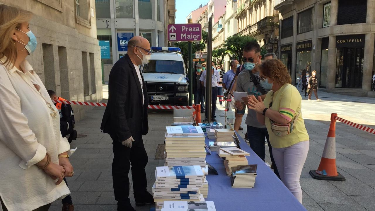 Reparto de libros, polo Concello, en Ourense
