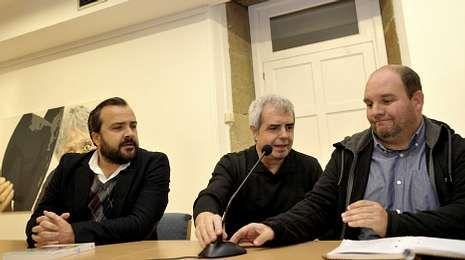 Rafael Cuíña y Matías Rodríguez acompañaron a Eiré en la presentación de su libro en Lalín.