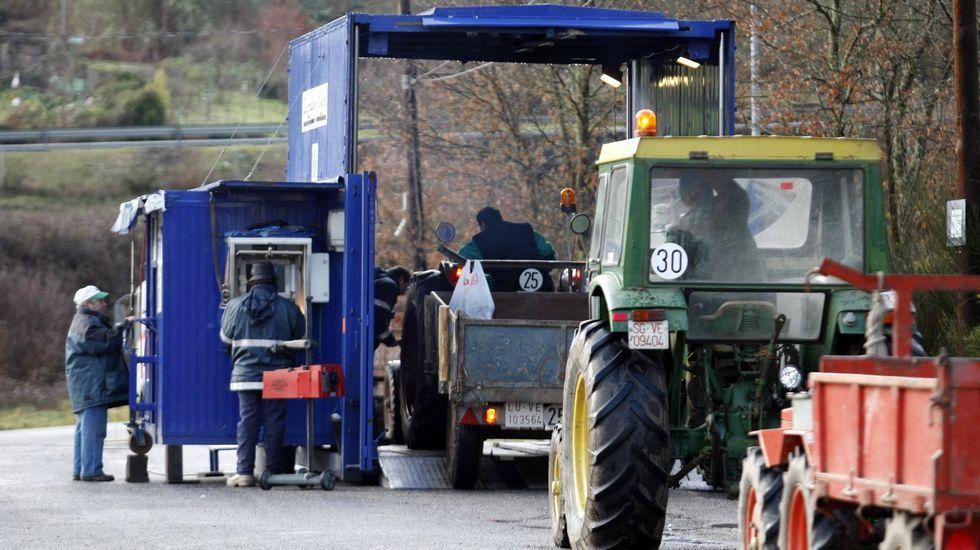 Inspección de vehículos agrícolas en un municipio de la zona, en una imagen de archivo