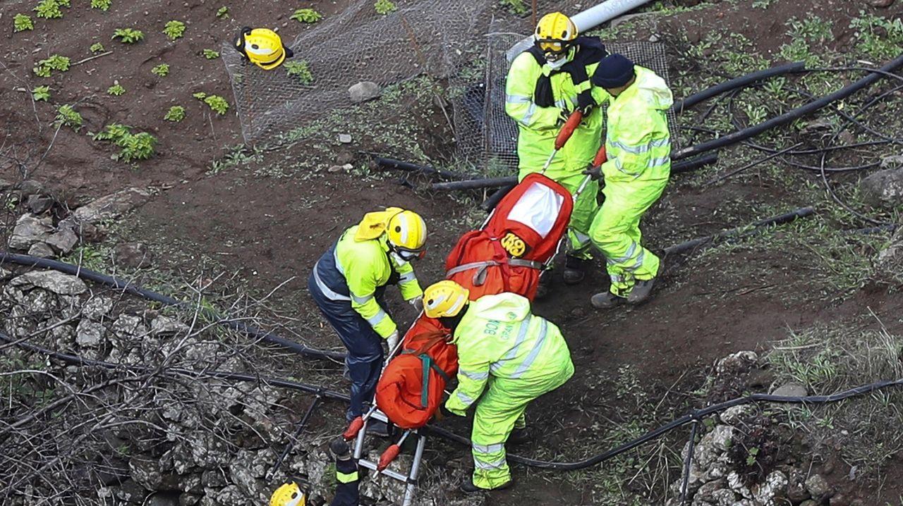 Cinco profesionales rescatan uno de los cuerpos