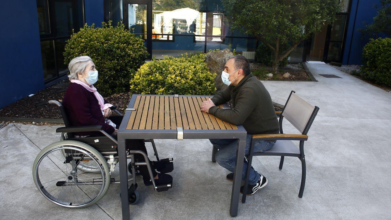 Francisco Paleo visita a su madre, María Dolores López en la residencia DomusVi de Viveiro, el pasado 27 de mayo