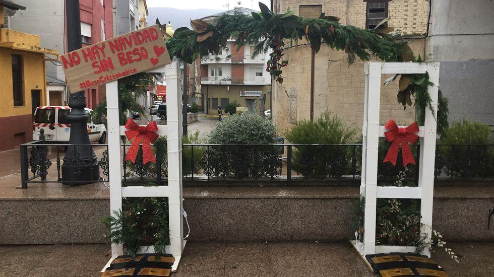 NAVIDAD EN CELANOVA.Las asociaciones San Cristóbal y Sabugueiro colaboran con el alumbrado y la decoración navideña en el Concello de A Rúa