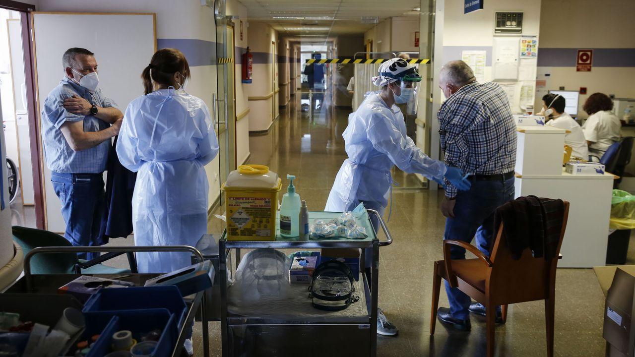 En directo: Comparece la ministra de Sanidad.Vacunación de personas de 60 a 65 años en el Hospital de Verín