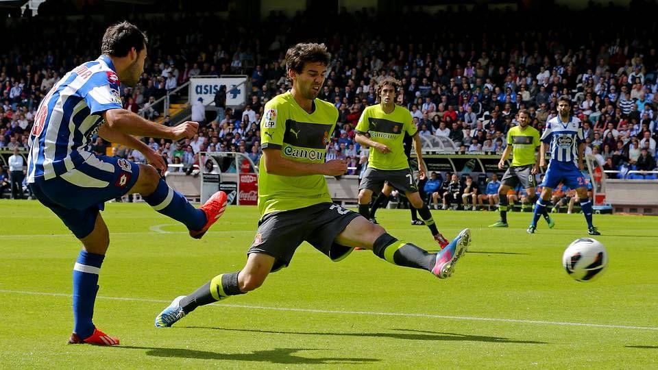 El Deportivo 2 - Espanyol 0, en fotos.Xabi Prieto celebra el gol del empate conseguido en el descuento