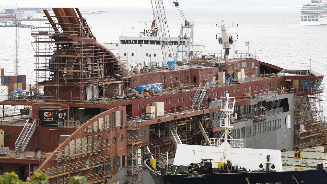 Marcos Freire: «La innovación es un aspecto clave en la recuperación del sector naval».Naves de Iberconsa en la zona portuaria de Vigo