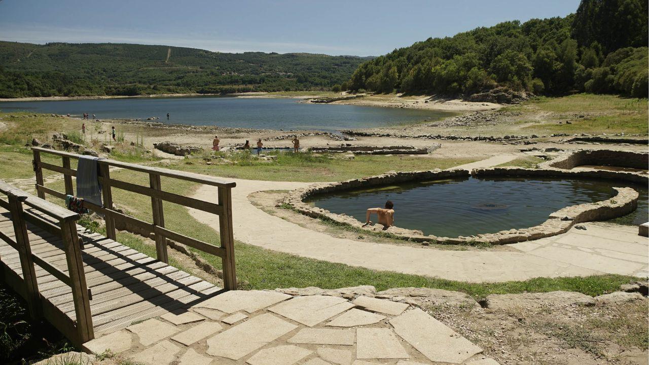 Pozas de aguas termales cerca del yacimiento arqueológico de Aquis Querquennis