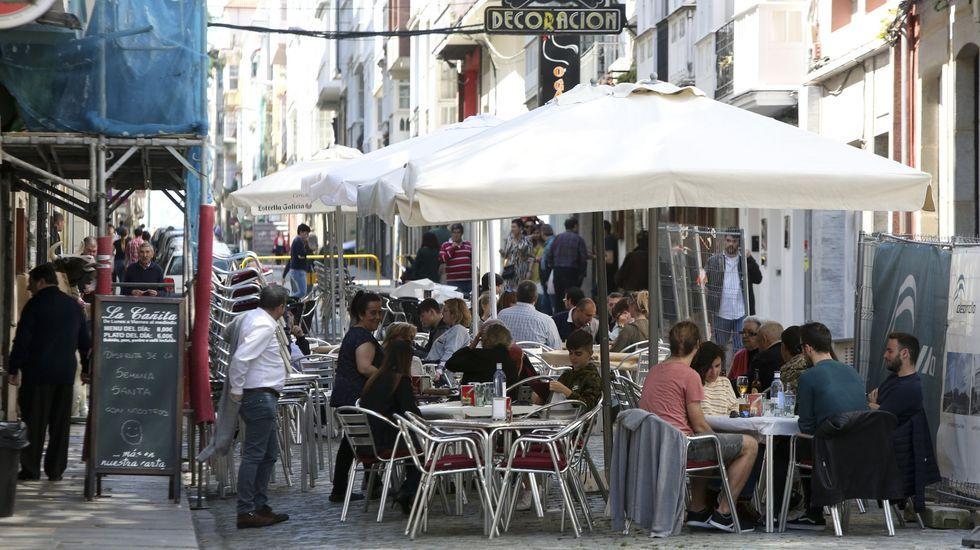 La actividad empresarial, bajo mínimos en Ferrolterra.Las obras en la plaza continuaron hasta la pasada semana