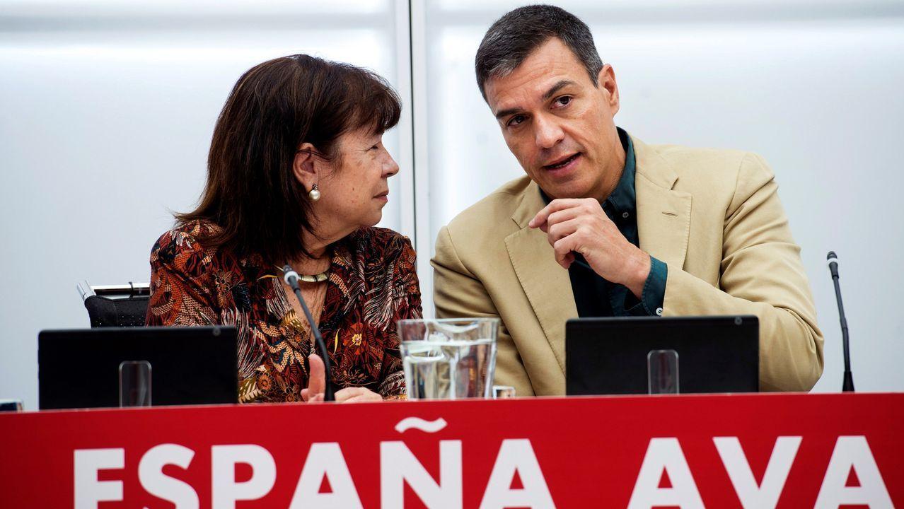 La presidenta del PSOE, Cristina Narbona, conversa con Pedro Sánchez antes de la reunión de este jueves de la ejecutiva federal socialista