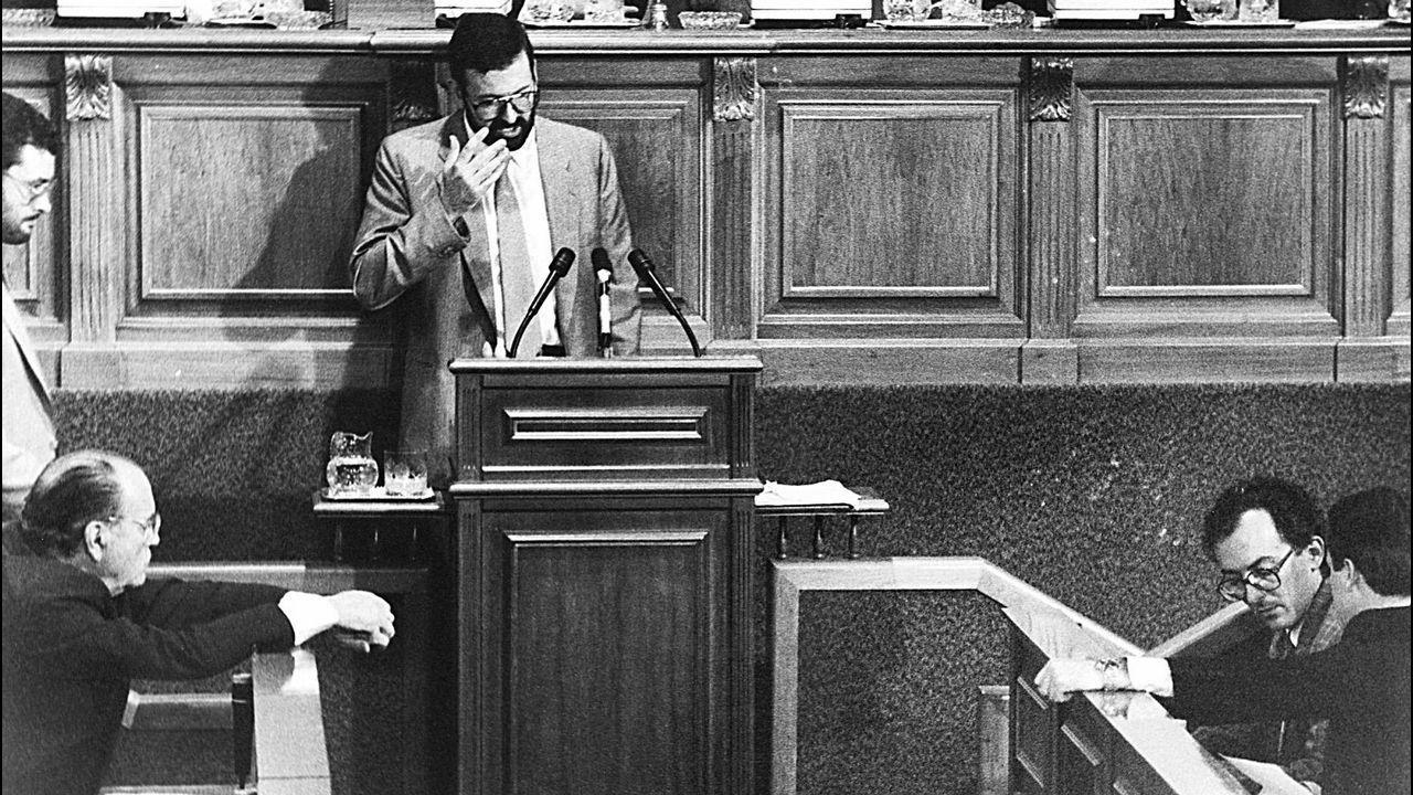 Debate de la moción de censura que Fernando González Laxe presentó contra Xerardo Fernández Albor, en 1987. Rajoy era vicepresidente de la Xunta. Fue la primera moción de censura autonómica que triunfó