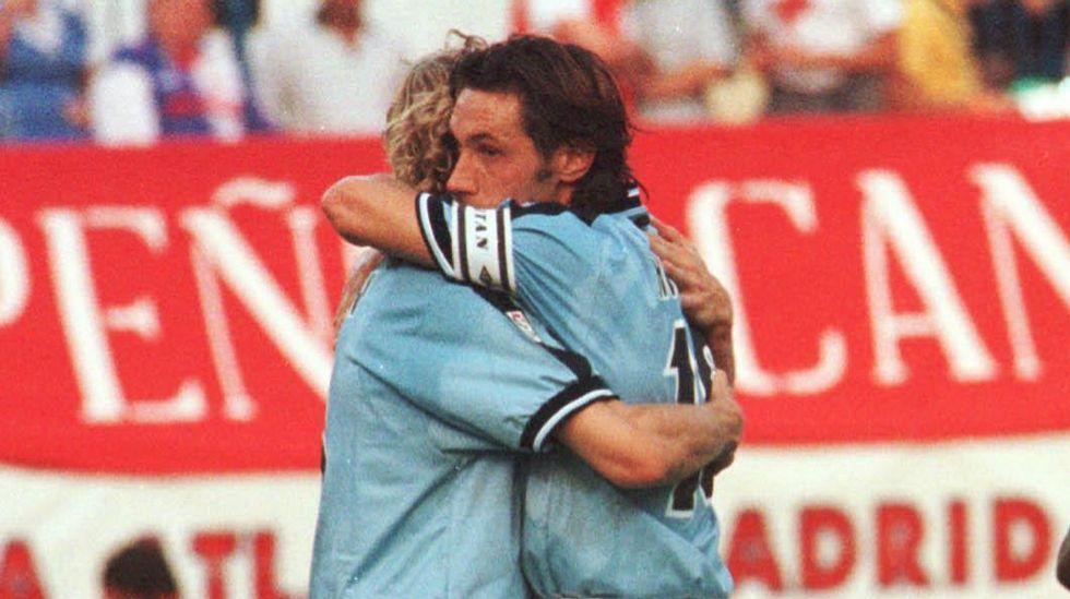 El Celta-Barcelona, en fotos.Karpin y Mostovoi, durante un partido de la temporada 1999/2000.