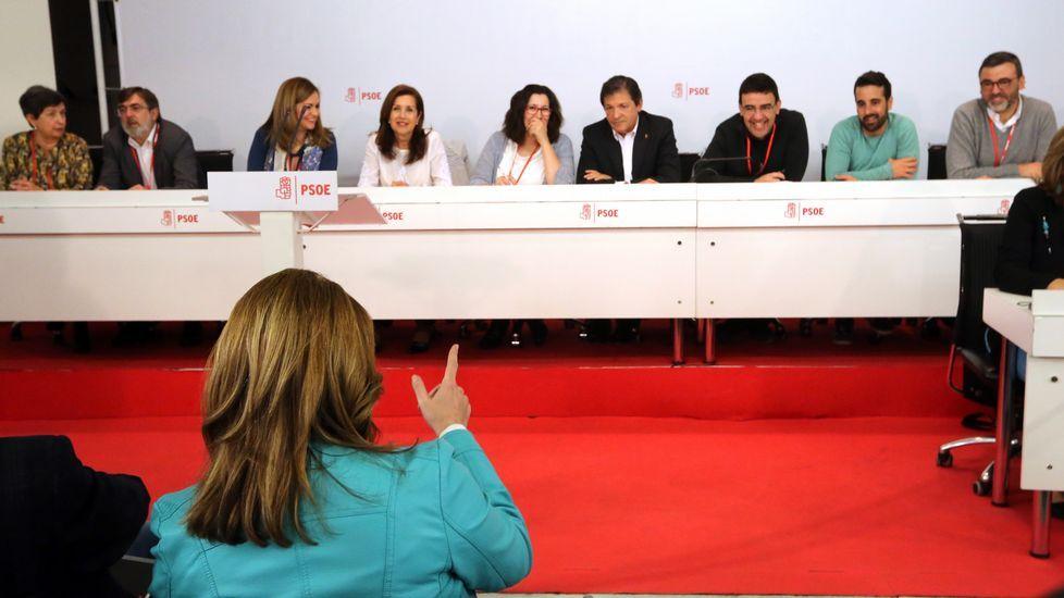 Susana Díaz, «cada día más convencida de que el PSOE saldrá del proceso con mucha fortaleza».Los socialistas Pedro Sánchez y Susana Díaz, en la feria sevillana