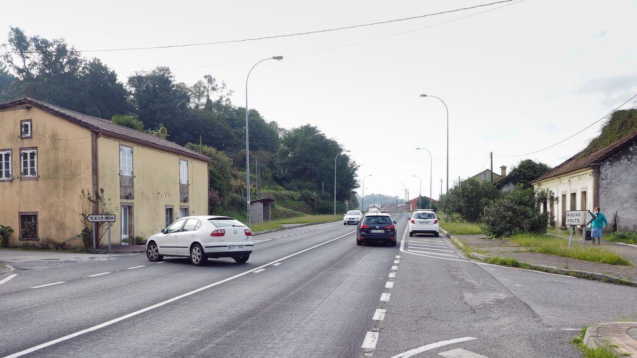 Aglomeración tren en Asturias.El pintado de líneas discontinuas obliga a ir a las rotondas para entrar o salir de las pistas
