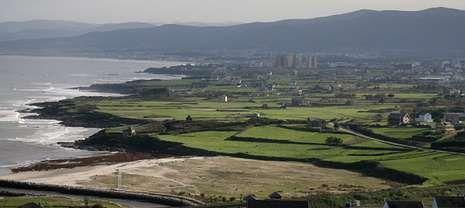 Imagen tomada desde el aire, en Foz, uno de los siete municipios por los que discurrirá el gasoducto a lo largo de 65 kilómetros.