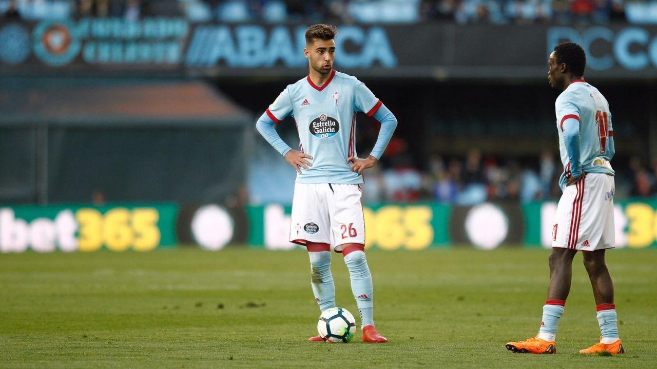 Las mejores imágenes del Celta - Málaga.El Deportivo aplaude a sus aficionados al término del partido del pasado sábado