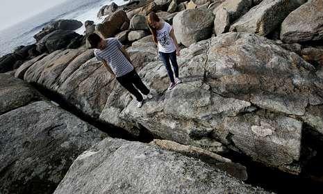 La Pedra de Abalar -de la que se ve el fragmentos desprendido- está a la espera de una solución.