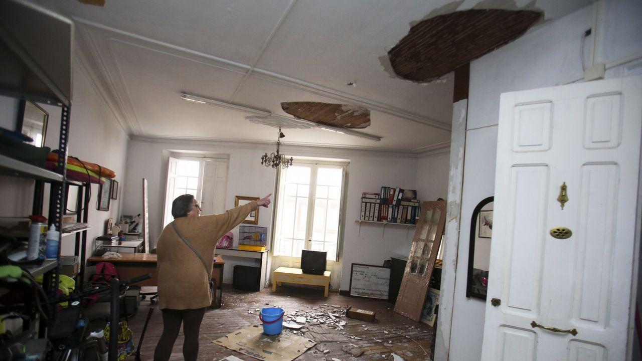 La inundación provocó que parte de los falsos techos de escayola se desplomasen