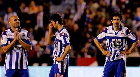 El paso de José Luis Oltra por el Deportivo.Manuel Pablo, Juan Domínguez y Valerón se lamentan sobre el césped de Riazor por un descenso que obliga al Deportivo a redefinir su proyecto de futuro.