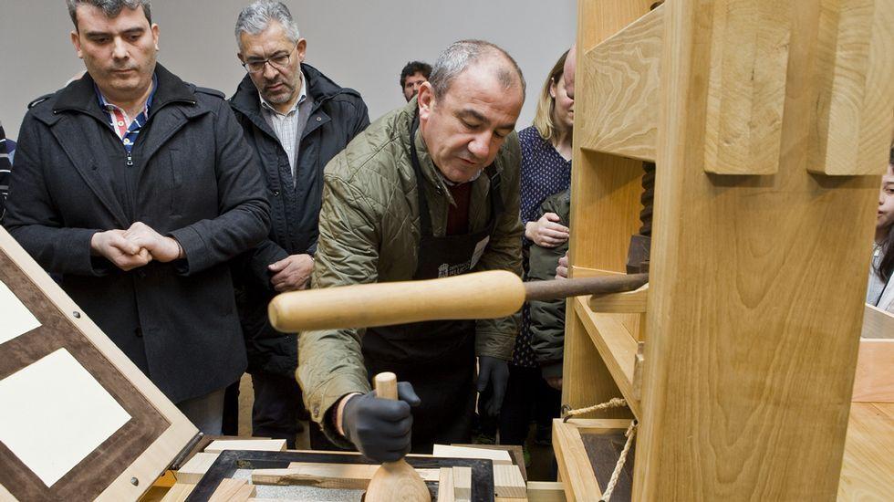 Arranca la imprenta de Gutenberg de Lugo.Entrada del barco en la ría de Ferrol con los componentes chinos