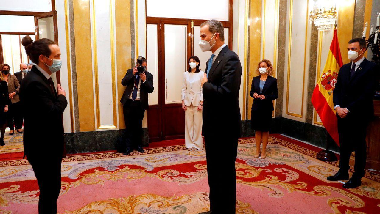 Iglesias y Felipe VI se saludan tras el acto en el Congreso