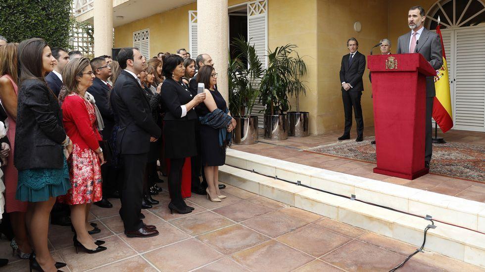 El Rey de Arabia Saudí concede a Felipe VI la máxima condecoración.José Manuel Revuelta, a la izquierda, en Arabia Saudí