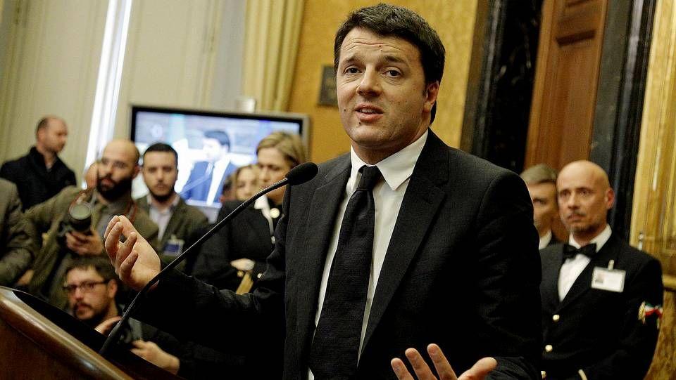 Grillo y Berlusconi, muy presente pese a su inhabilitación, se enzarzaron en un cruce de insultos.