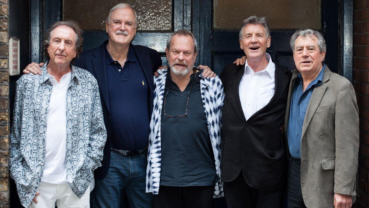 El grupo británico de comediantes Monty Python, Eric Idle, John Cleese, Terry Gilliam, Michael Palin y Terry Jones, retratados en Londres en junio del 2014