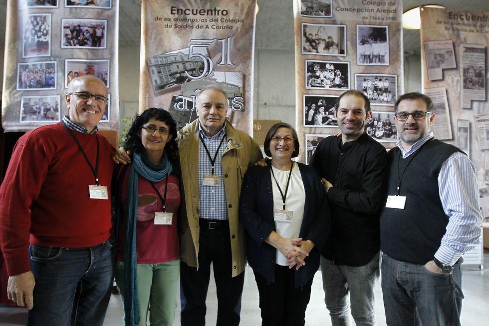 Alumnos y exalumnos del primer colegio de sordos creado en A Coruña hace 51 años se reunieron ayer.
