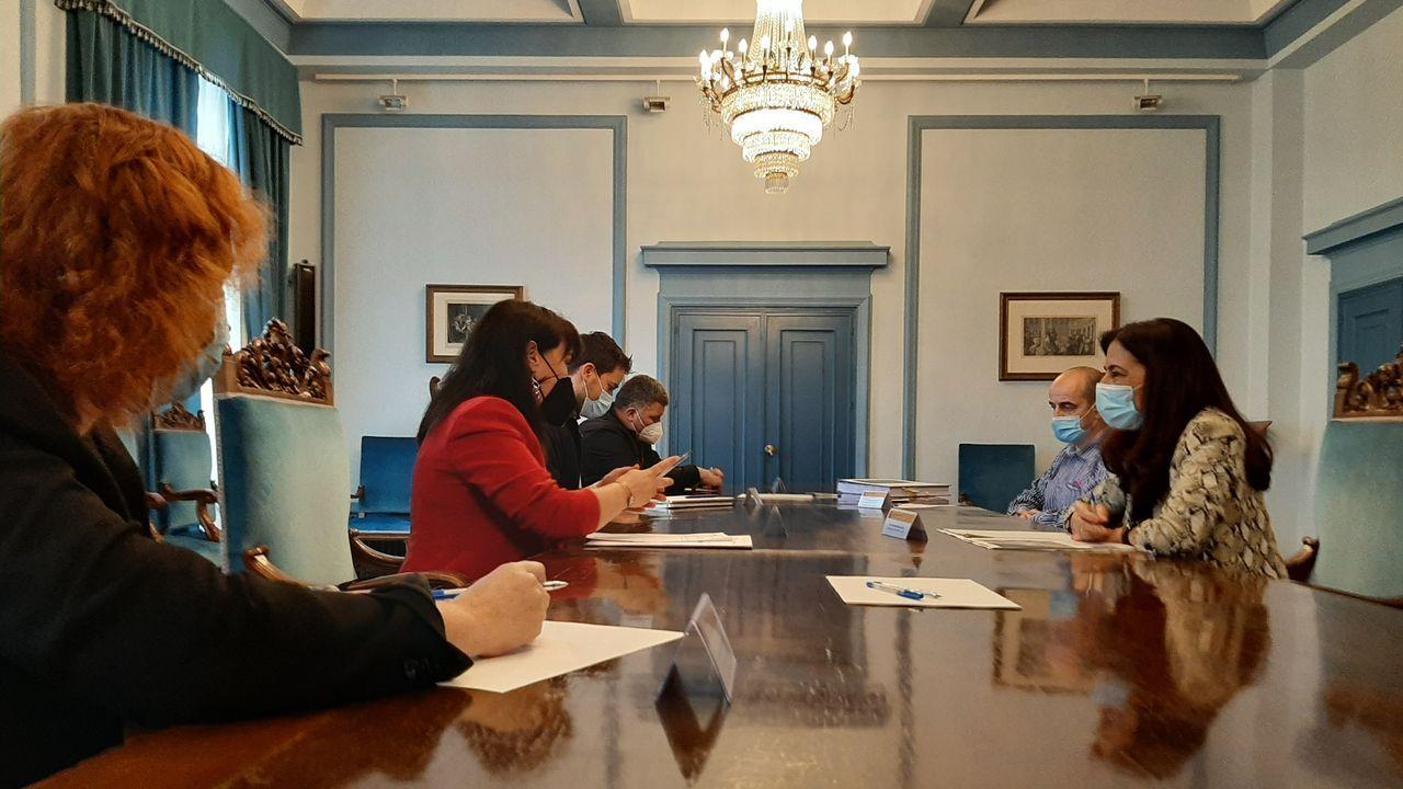 Reunión de la subdelegada del Gobierno en Lugo con los alcaldes de Foz y Barreiros, entre otros cargos, para abordar el proyecto de regeneración de Altar