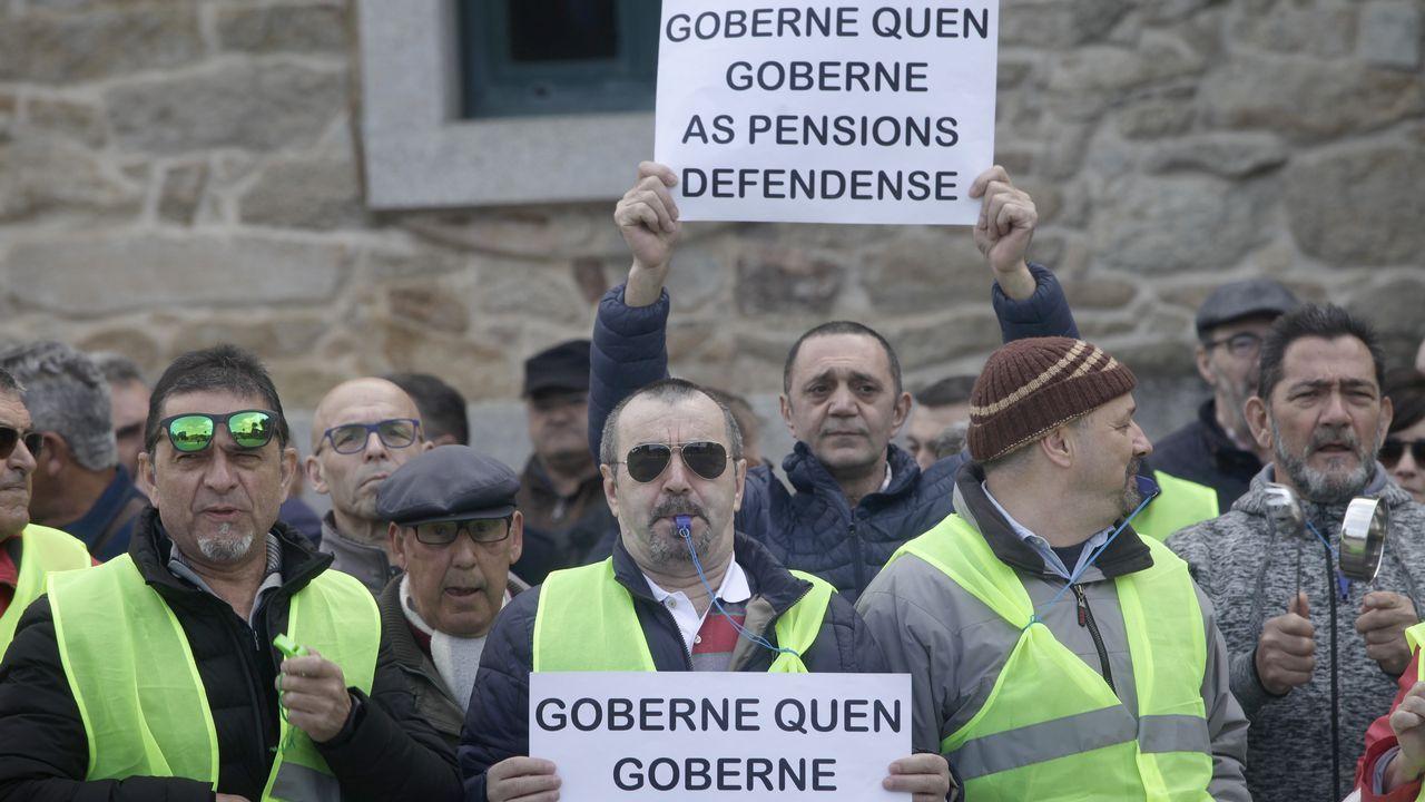 Los gallegos salen a la calle para reclamar mejores salarios y pensiones.Los pensionistas siguen con sus movilizaciones pese a la promesa de subidas del 1,6 % este año