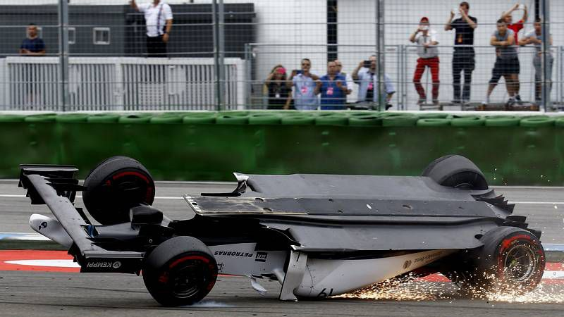 Las fotos del espectacular accidente de Massa en el GP de Alemania