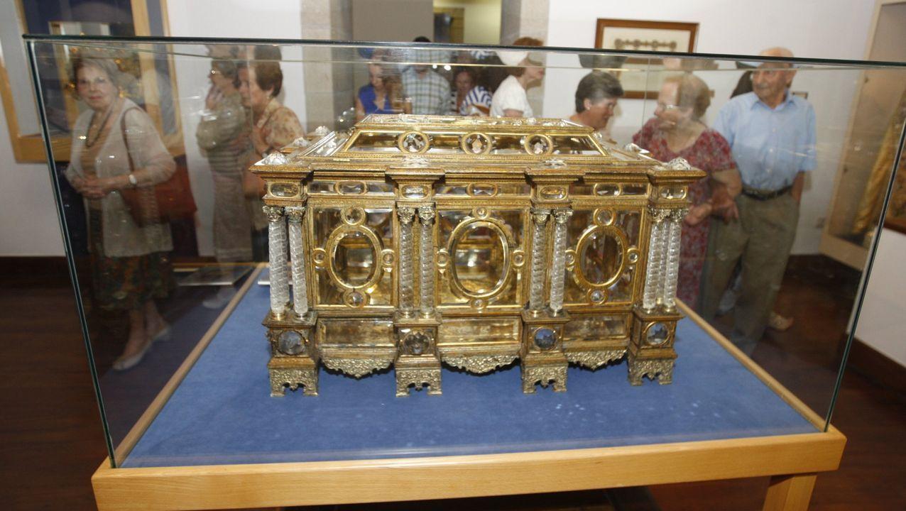 El arca de cristal de roca guardada en el Museo de Arte Sacro de Monforte perteneció a la colección artística del conde Pedro Fernández de Castro pero no fue puesta a la venta tras su muerte, al contrario de muchas otras piezas
