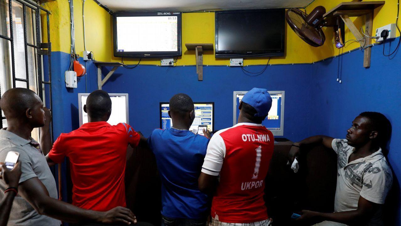 Centro de apuestas de Lagos, Nigeria, durante la Copa del Mundo