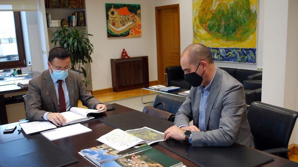 O conselleiro de Medio Rural e o alcalde do Incio, na súa reunión en Santiago