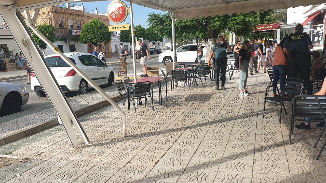 Terraza del bar de Guillena escenario de la embestida de un conductor enfadado