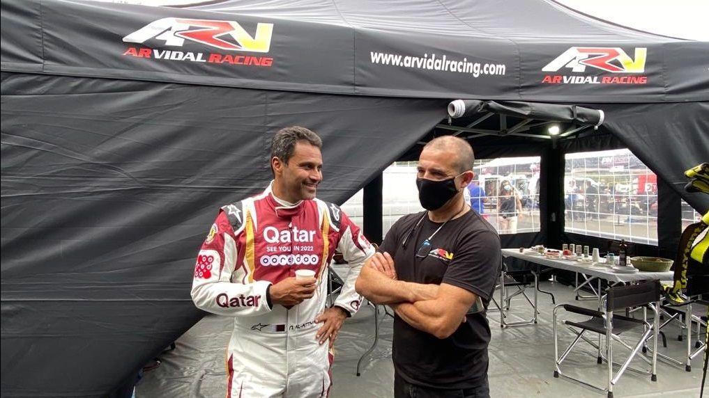 El jeque árabe Nasser Al-Al Attiyah, feliz de entrenar en Vimianzo.Fernando Alonso, en Indianápolis